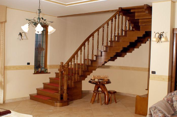 Scale su misura in legno allbos snc barletta bt - Scale classiche per interni ...
